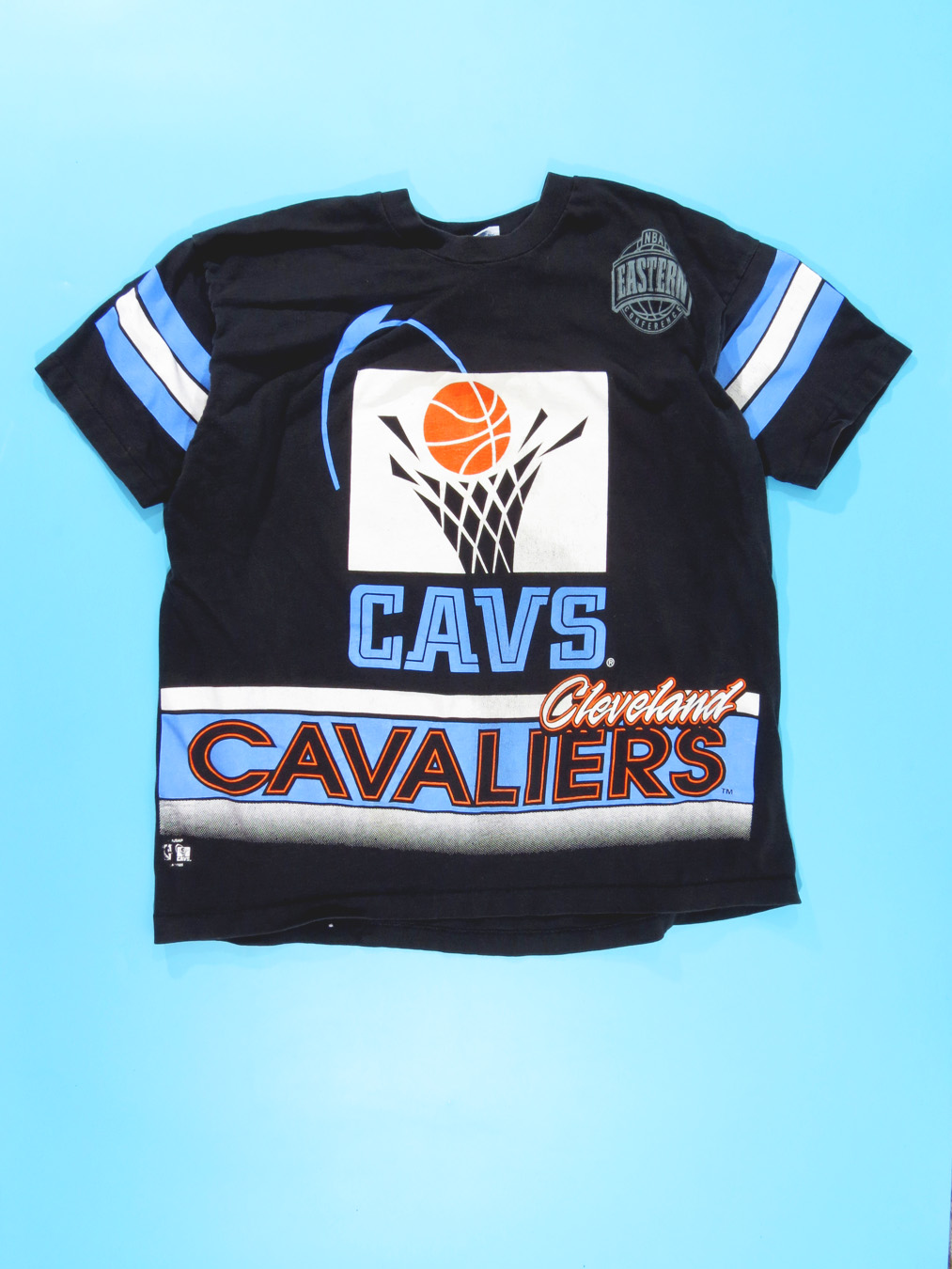 online store 8d151 9587e 90s Throwback Cleveland Cavaliers Swoosh Logo T-Shirt